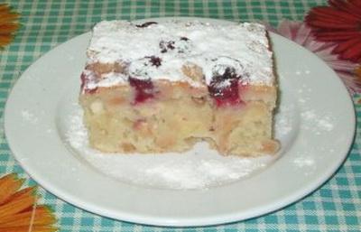 Пирог яблочный с вишней